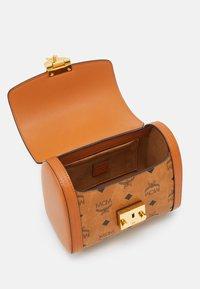 MCM - TRACY VISETOS SATCHEL SMALL - Handbag - cognac - 2