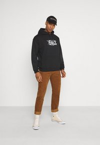Mennace - LIGHTNING STEED REGULAR HOODIE - Luvtröja - black - 1