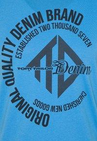 TOM TAILOR DENIM - WITH COINPRINT - Print T-shirt - water sport blue - 6