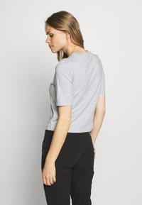 Peak Performance - BOUNCE PRINTE TEE - T-shirt con stampa - grey melange - 2