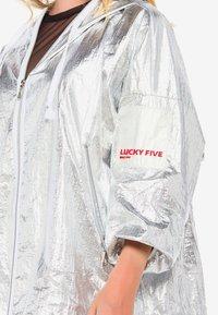 Cipo & Baxx - MIT PRAKTISCHER KAPUZE - Waterproof jacket - silver - 2