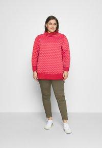 Ragwear Plus - CHEVRON - Mikina - red - 1
