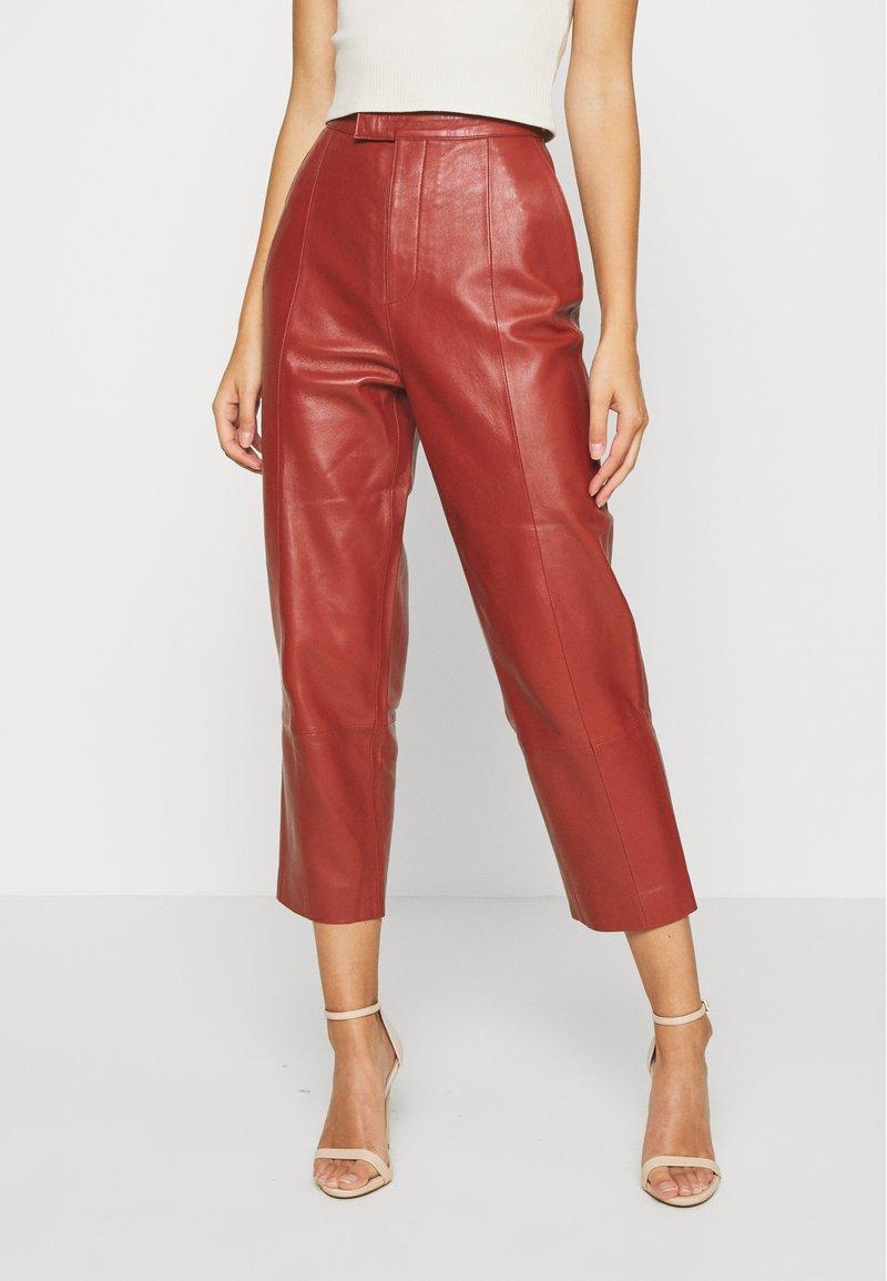 DAY Birger et Mikkelsen - PIGEON - Leather trousers - tulip