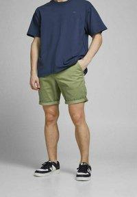 Jack & Jones - Shorts - deep lichen green - 3