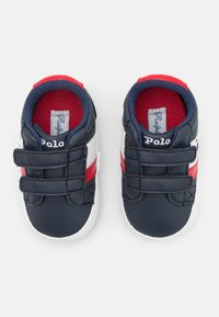 Polo Ralph Lauren - OAKVIEW LAYETTE UNISEX - First shoes - navy/red - 3