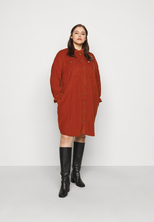 WORKSHIRT DRESS - Shirt dress - red ochre