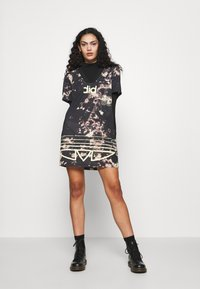 adidas Originals - DRESS - Žerzejové šaty - multicolor - 1