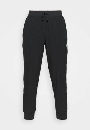 ACCELERATE PANT - Tracksuit bottoms - black