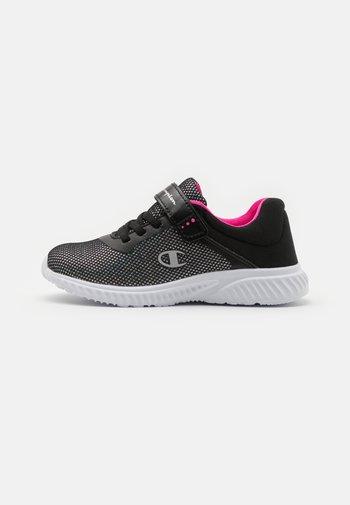 LOW CUT SHOE SOFTY 2.0 UNISEX - Sports shoes - new black