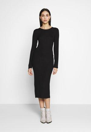 BASIC SHIFT DRESS - Pouzdrové šaty - black