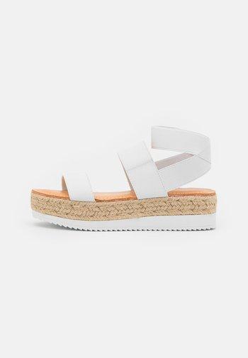 BREE - Sandály na platformě - white