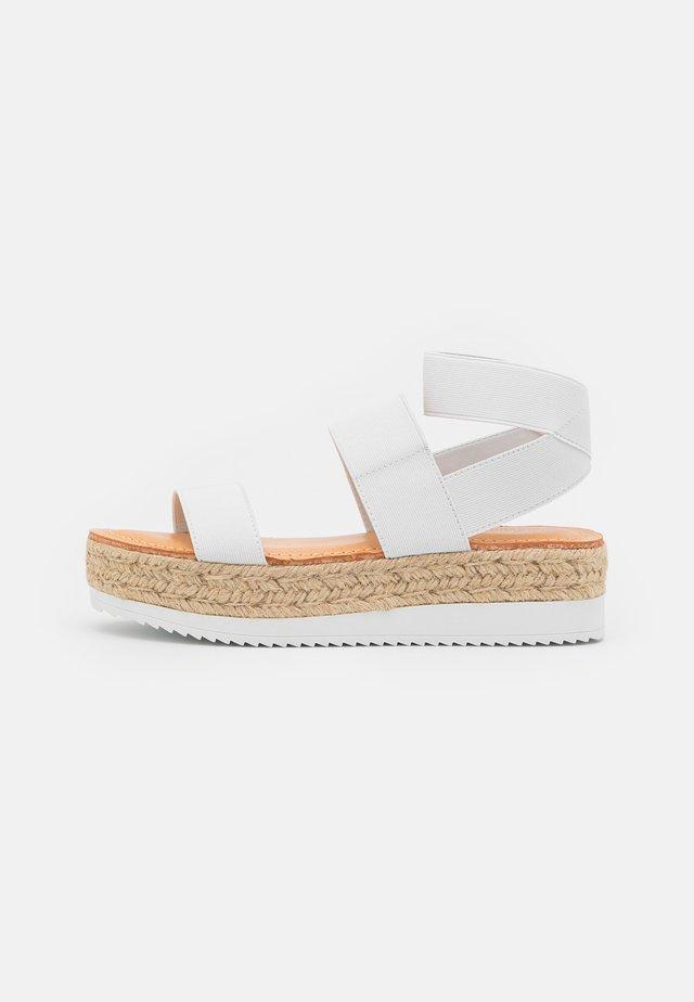 BREE - Sandalen met plateauzool - white