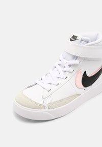 Nike Sportswear - BLAZER MID 77 - High-top trainers - white/black/arctic punch - 4