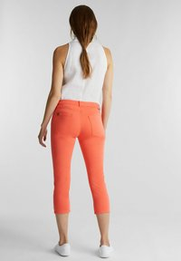 Esprit - CAPRI - Slim fit jeans - coral - 1