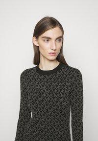 MICHAEL Michael Kors - DOT MINI DRESS - Pouzdrové šaty - concrete - 3