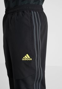 adidas Performance - MANCHESTER UNITED FC - Tracksuit bottoms - black/green - 6