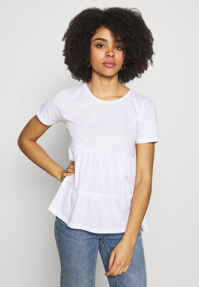 ONLAYCA PEPLUM - T-shirt con stampa - white