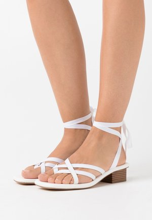 RIBBON THONG LOW HEEL - Sandalias - white