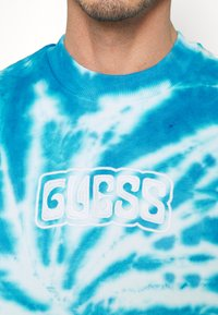 Guess - ACTIVEWEAR - Sweatshirt - blue
