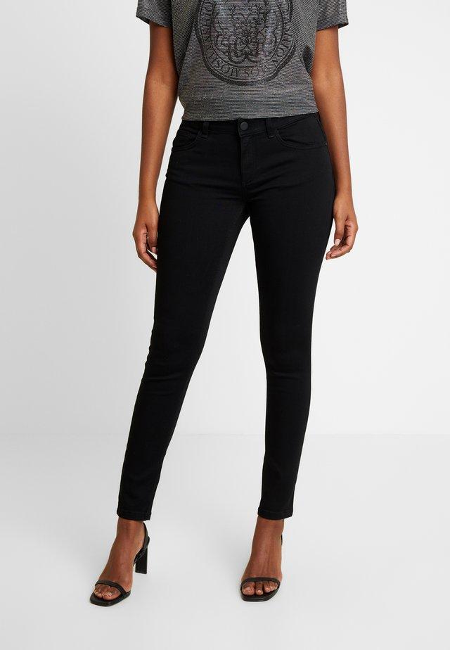 SUMNER - Skinny džíny - black