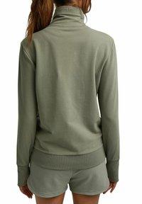 Esprit - MIT HOHEM KRAGEN - Zip-up sweatshirt - light khaki - 5