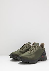 Salomon - ALPHACROSS BLAST GTX - Obuwie do biegania Szlak - olive night/black/ebony - 2