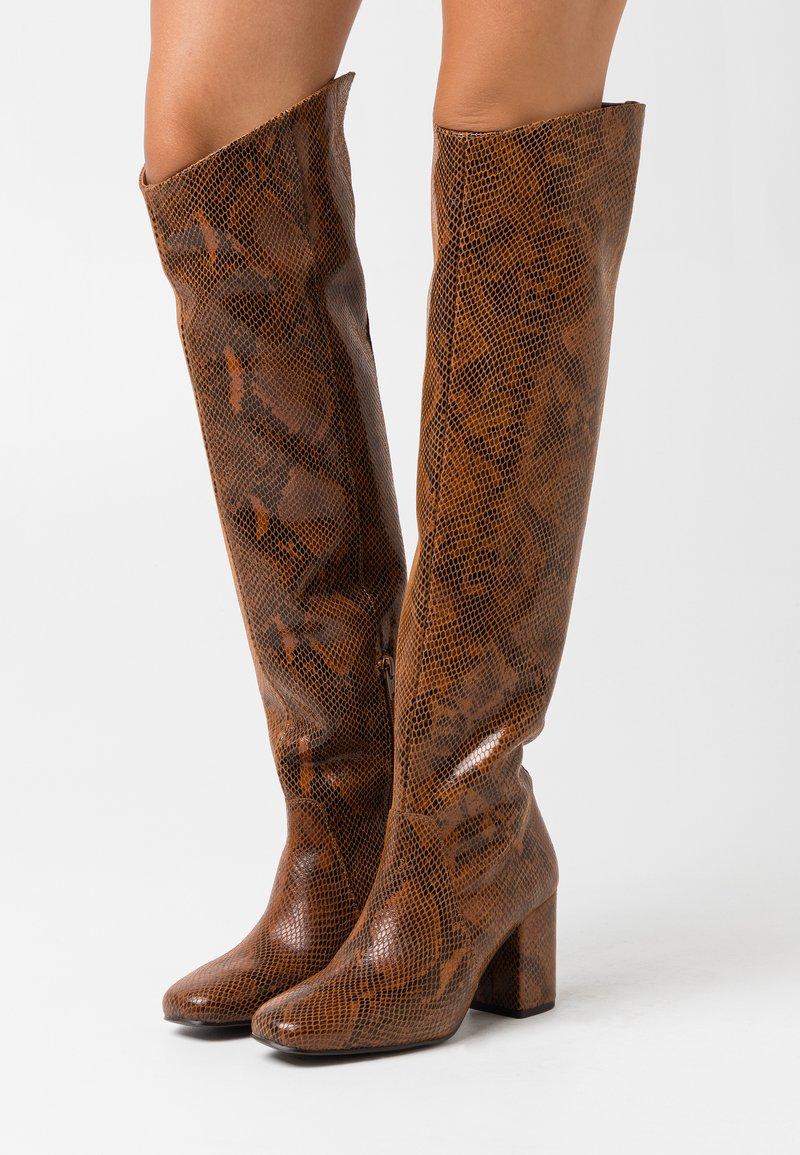 Pinko - LAETITIA STIVALE - Over-the-knee boots - marrone