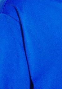 New Balance - T-shirt med print - cobalt - 6
