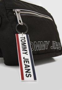 Tommy Jeans - LOGO TAPE CONV CROSSBODY - Torba na ramię - black - 2