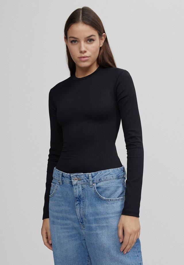 MIT SCHULTERPOLSTERN - T-shirt à manches longues - black