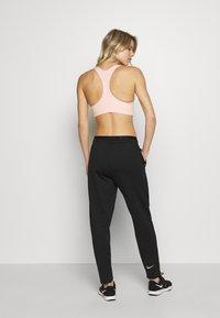 Nike Performance - BRA NON PAD - Sport BH - coral/black - 2