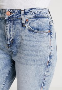 Tommy Jeans - CROP FLARE - Jeans bootcut - light-blue denim - 3