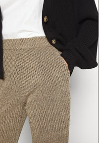 ONLY - ONLALBA AMY PANT - Trousers - tigers eye - 4
