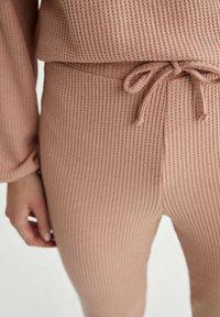 DeFacto - Pantaloni sportivi - pink - 3