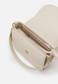 Valentino Bags - DIVINA  - Sac à main - off white - 2