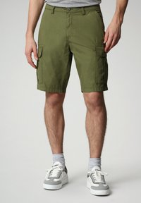 Napapijri - N-ICE CARGO - Shorts - green cypress - 0