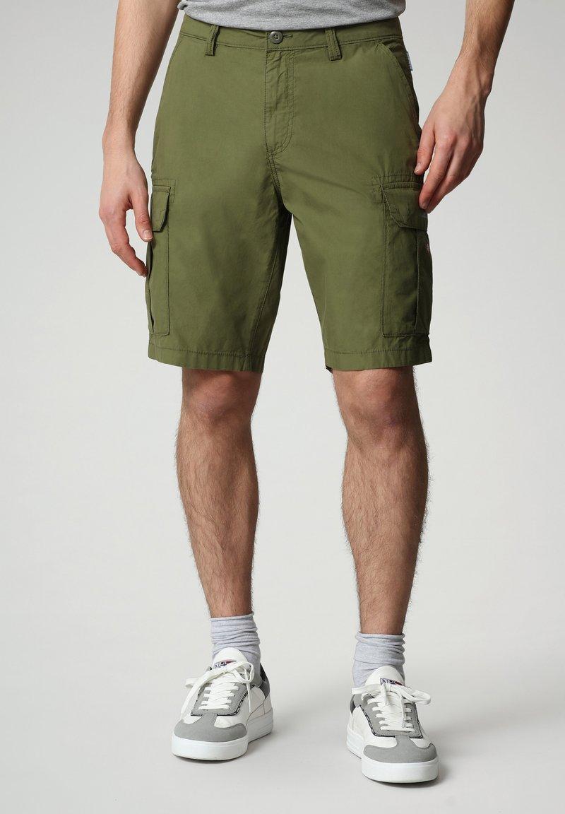 Napapijri - N-ICE CARGO - Shorts - green cypress