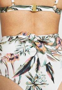 O'Neill - GLOBAL BOTTOM - Bas de bikini - white/green - 4