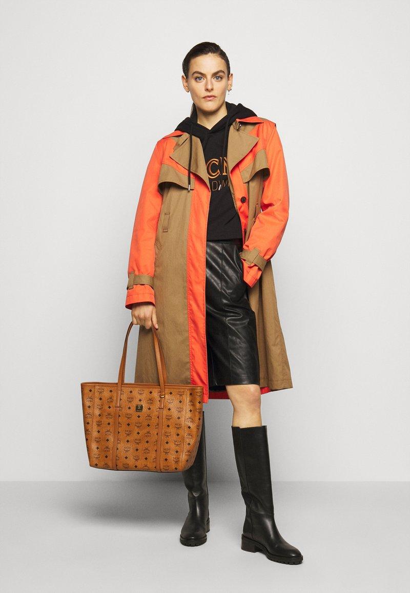 MCM - TONI VISETOS - Shopping bag - cognac