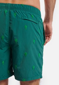 Shiwi - CACTUS FLOCK - Swimming shorts - cilantro - 1