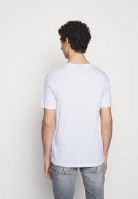 JOOP! Jeans - ALPHIS - T-shirt basic - weiß - 2