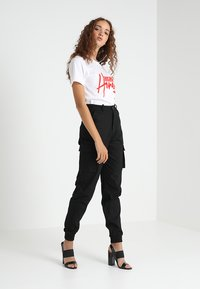 Missguided - PLAIN CARGO TROUSER - Cargo trousers - black - 1
