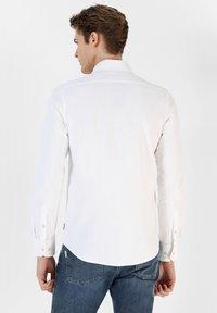 Scalpers - Shirt - white - 2
