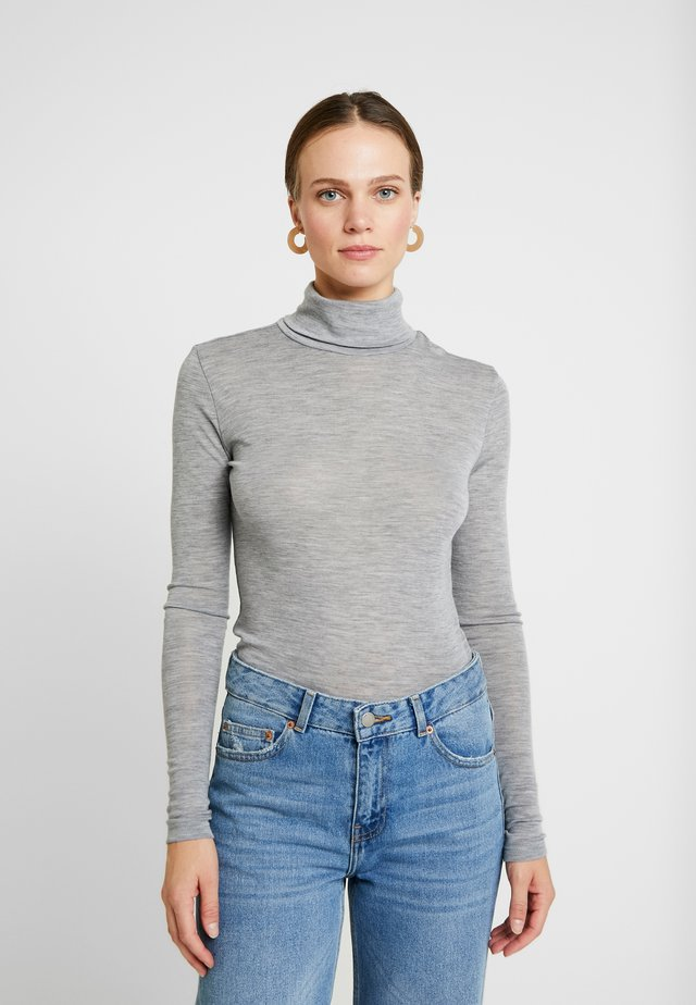 WILMA ROLLNECK - Strikkegenser - light grey