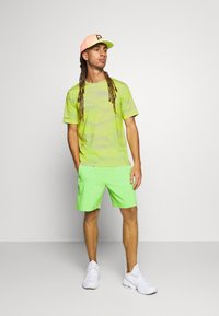 Calvin Klein Performance - SHORT SLEEVE - Triko s potiskem - green - 1