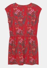 Kaporal - FLORAL TIE WAIST - Žerzejové šaty - red - 1