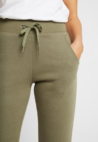 New Look - BASIC BASIC  - Tracksuit bottoms - dark khaki - 4