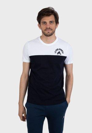 HISTOIRE DE SAISON - T-shirt print - black / white