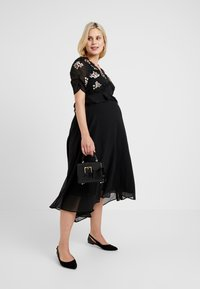 Hope & Ivy Maternity - EMBROIDERED MIDI DRESS - Day dress - black - 1