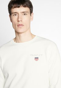 GANT - MEDIUM SHIELD CNECK - Sweatshirt - eggshell - 3